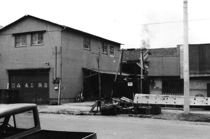当時の資材用倉庫外観