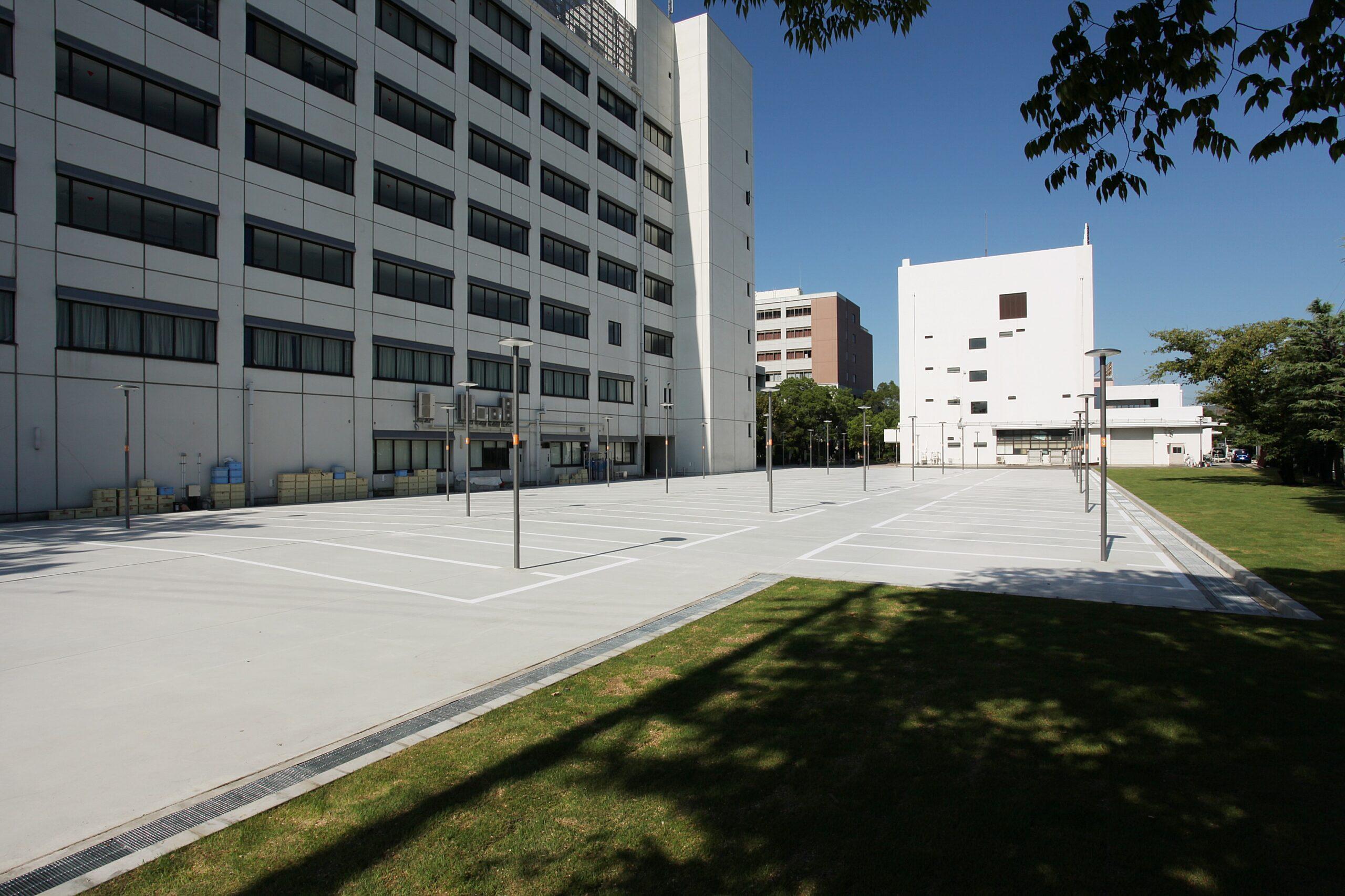 摂南大学寝屋川学舎12号館北側 自転車置場等